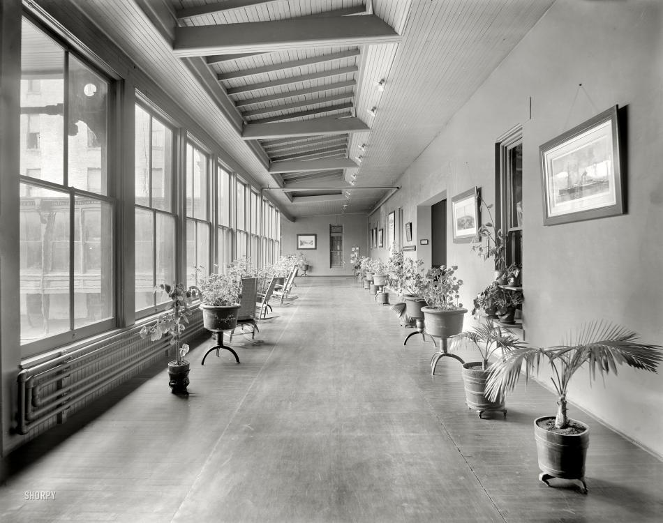 1905 alma michigan-Alma Sanitarium, part of the sun parlor