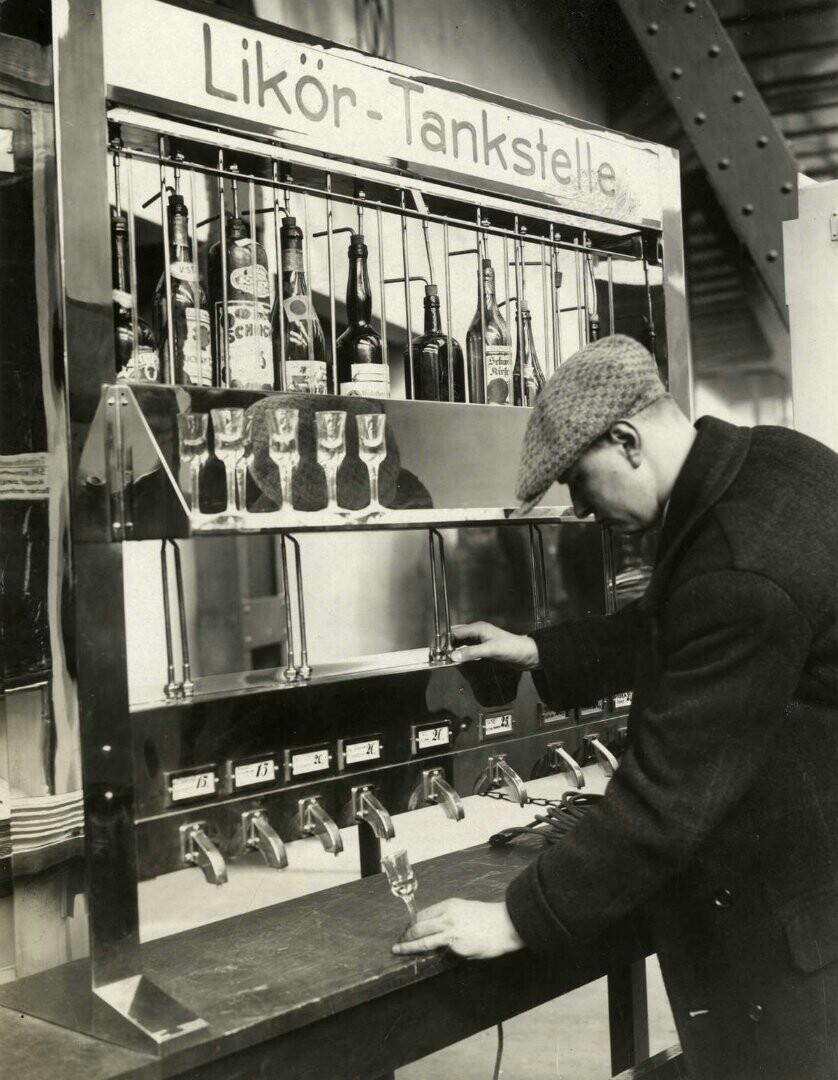 liquor vending machine germany 1931